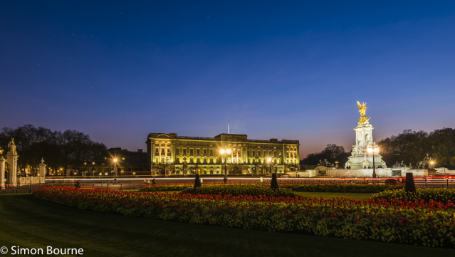 Simon Bourne, photography, photographer, north London, portfolio, image, central London, Westminster, Buckingham Palace, flag, red tulips, gardens, spring, landscape, structures, Nikon, royal, landmark, building, lights, dusk, night, stars