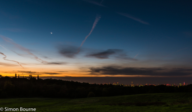 Simon Bourne, photography, photographer, north London, portfolio, image, autumn, sunrise, dawn, landscape, tree, Nikon, Hampstead Heath, London skyline, The Shard, BT Tower, Canary Wharf, orange skies, moon, Venus, lights