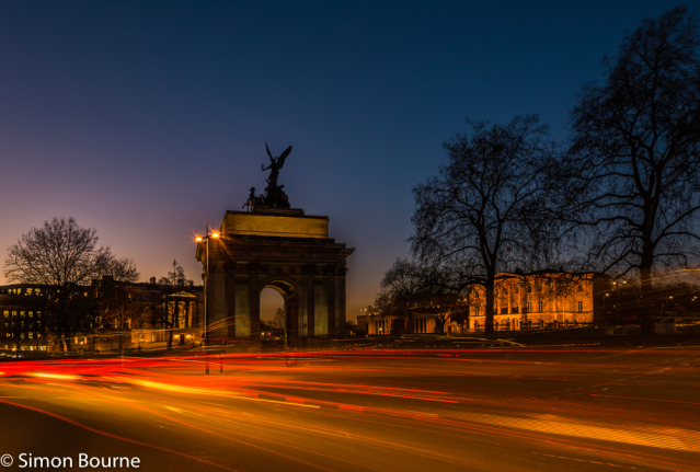 Simon Bourne, photography, photographer, north London, portfolio, image, landscape, structure, Hyde Park Corner, Wellington Arch, Nikon, long exposure, dusk, sunset, orange sky, blue hour, blue skies, car trails, lights, night