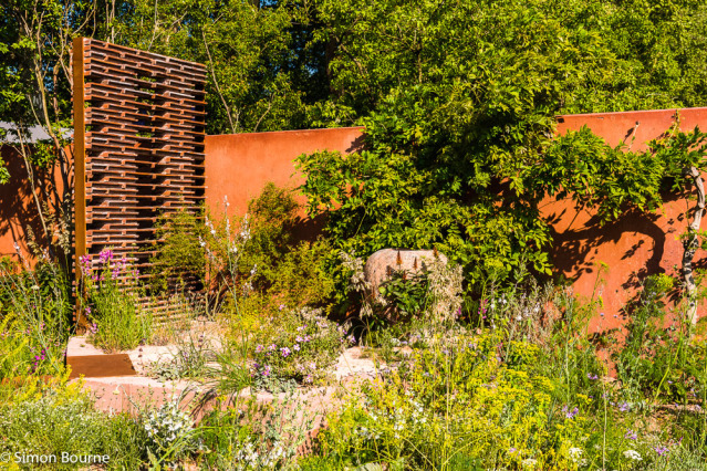 Simon Bourne, photography, photographer, north London, portfolio, image, garden, spring, flower show, Chelsea Flower Show, Nikon, Sarah Price, roof tiles, rammed earth, red earth, weathering steel