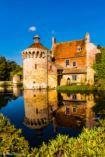 Simon Bourne, photography, photographer, north London, portfolio, image, gardens, autumn, Scotney Castle, house, grounds, trees, Nikon, Kent, walled, stone, ruins, moat, lake, reflection, fall