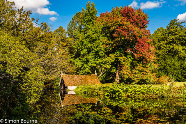 Simon Bourne, photography, photographer, north London, portfolio, image, gardens, autumn, Scotney Castle, house, grounds, trees, Nikon, Kent, walled, moat, lake, boathouse, water, tiled roof, tiles, reflection, red leaves, fall