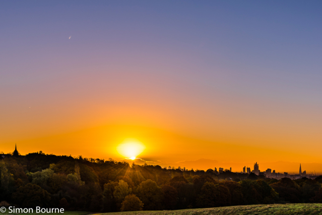 Simon Bourne, photography, photographer, north London, portfolio, image, autumn, sunrise, dawn, landscape, tree, Nikon, Hampstead Heath, London skyline, The Shard, Canary Wharf, church, orange skies, orange glow, Venus, plane, cityscape