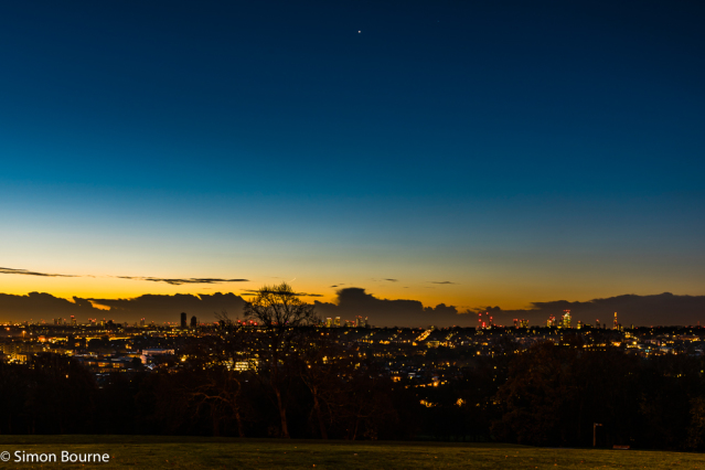 Simon Bourne, photography, photographer, north London, portfolio, image, autumn, dawn, sunrise, orange sky, landscape, Nikon, Alexandra Palace Park, Venus, morning star, cityscape, horizon, Olympic Park, Canary Wharf, The Shard, lights, London skyline